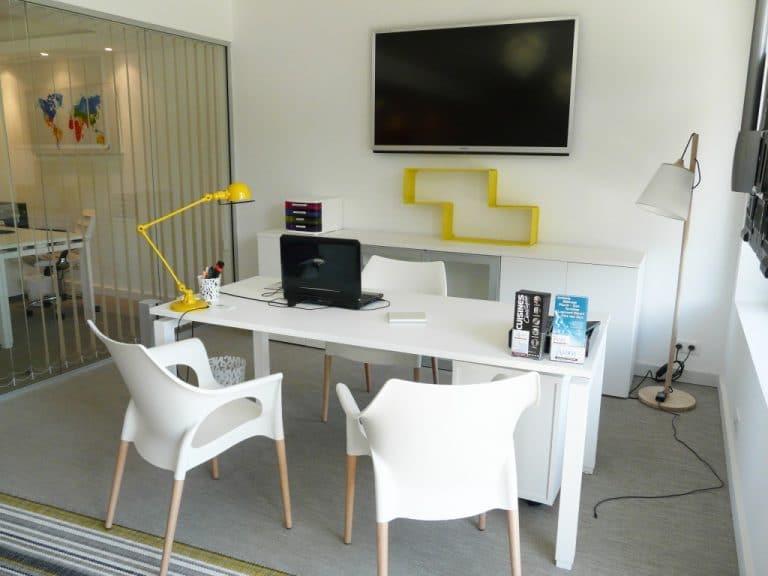 Ouvrir une agence immobilière : sur le web ou en physique ?