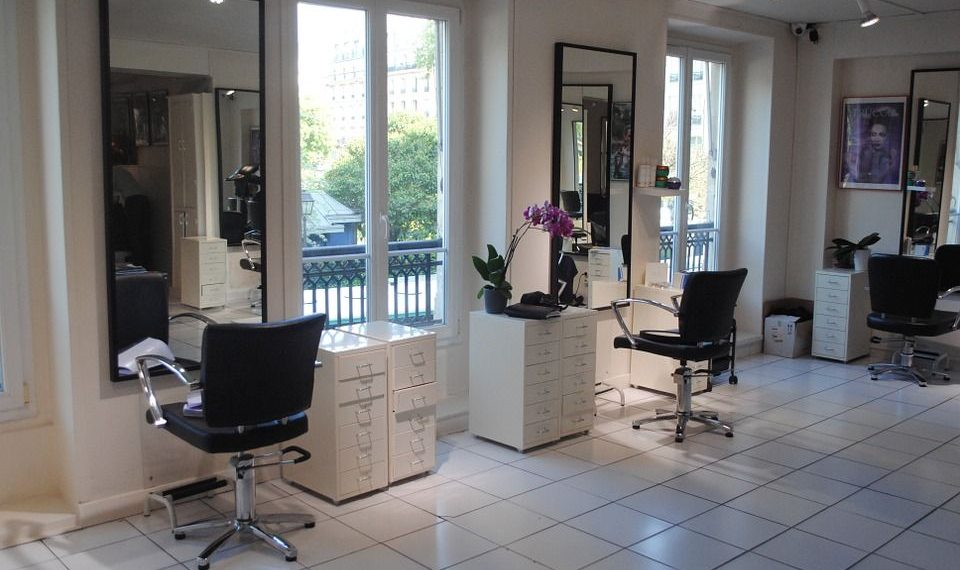 un mobilier de coiffure pour refaire neuf son salon de coiffure. Black Bedroom Furniture Sets. Home Design Ideas