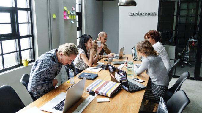 Préparer une réunion de travail réussie: les étapes à suivre